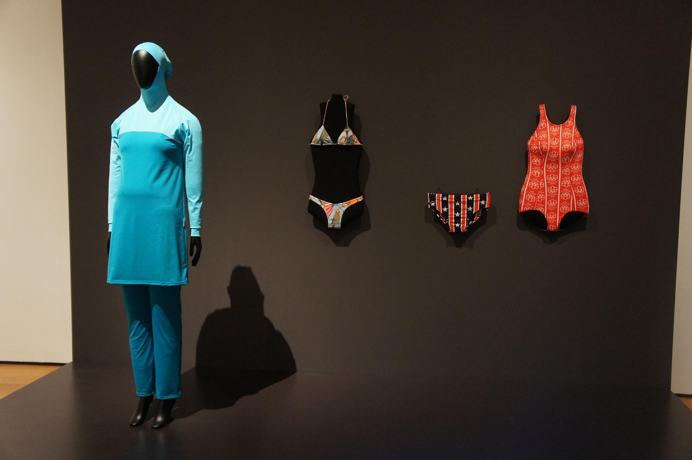 "MoMA ""Is fashion modern?"""
