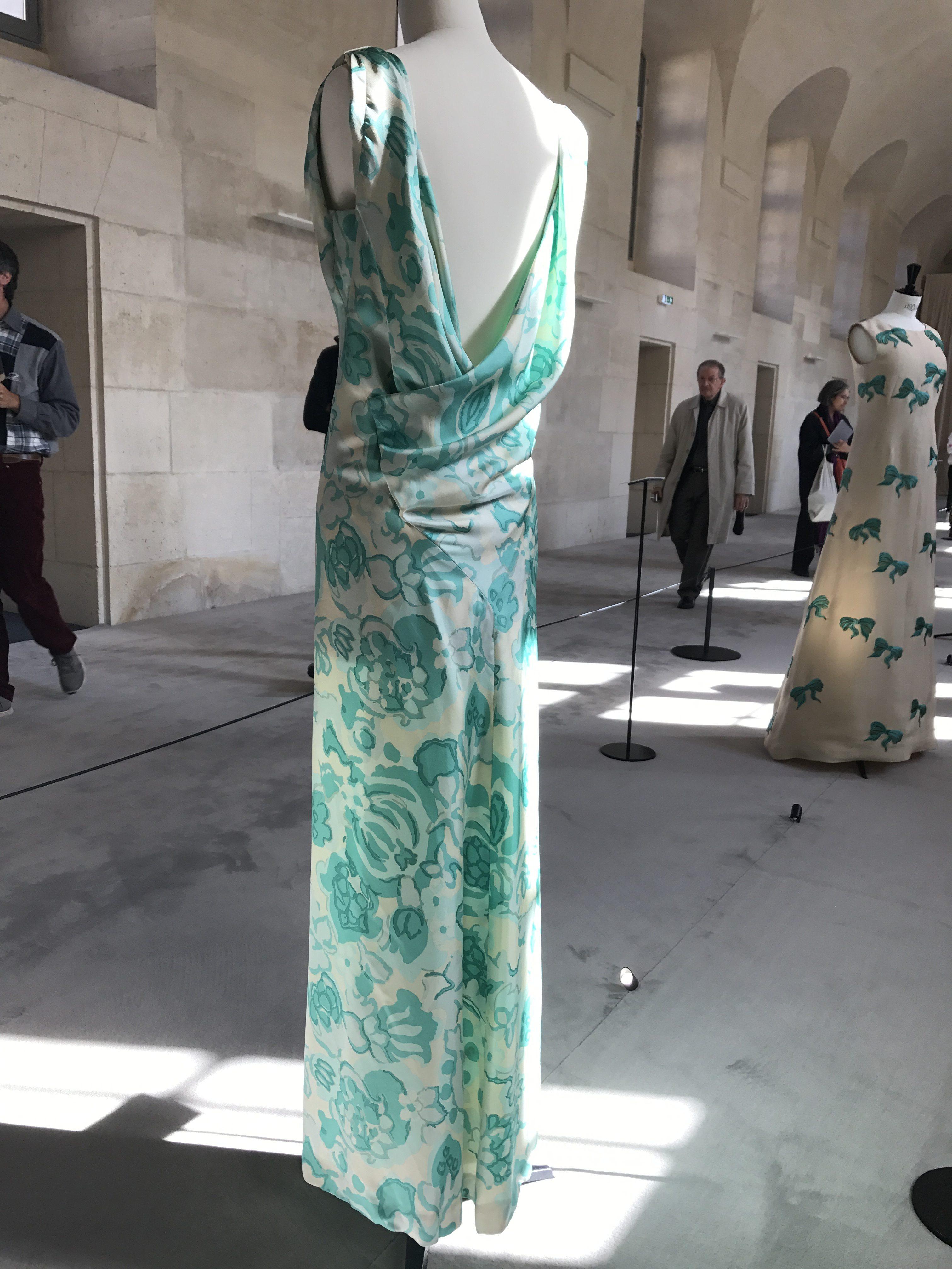 Journées du patrimoine 2017  Maison Balenciaga - Robe imprimé fleurs en  twill de soie. 27aed378ee9